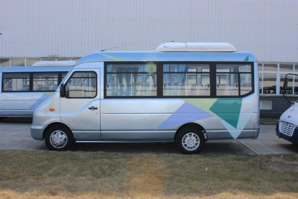 24 seater minibus
