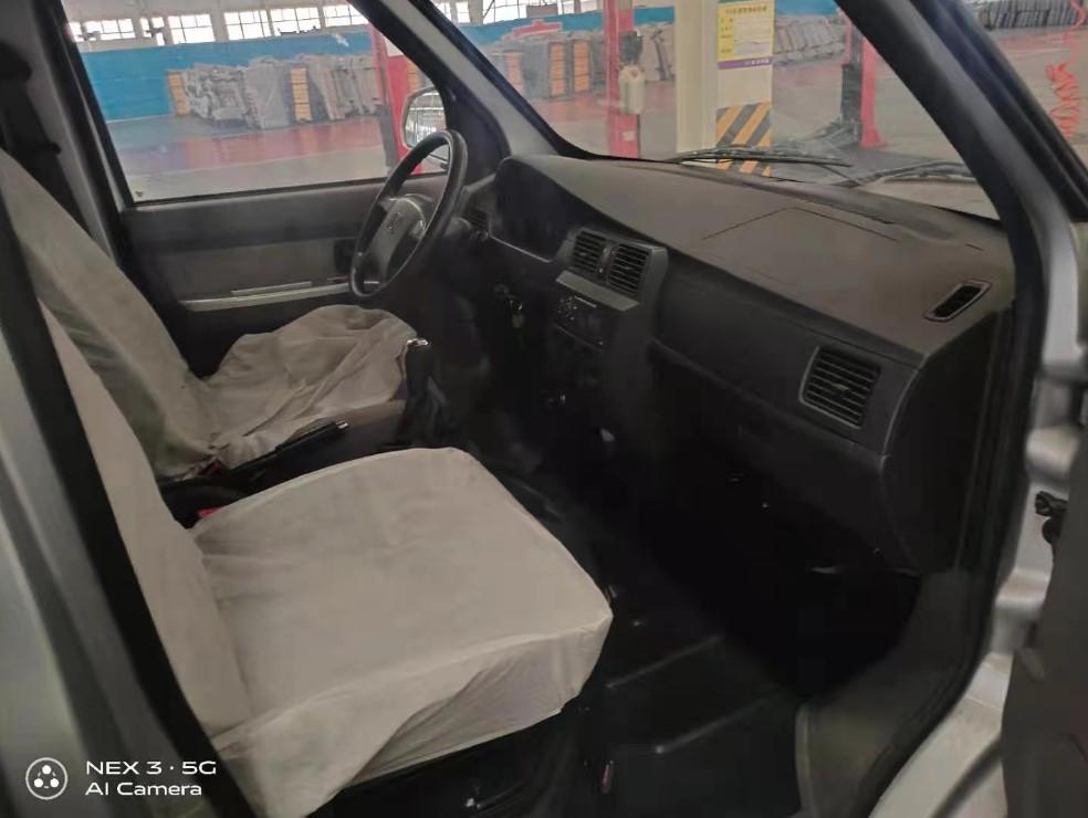 6 seater minibus