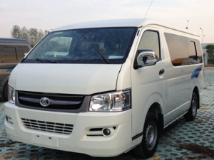 A Minibus with Front Wheel Drive or Rear Wheel Drive, Which One Is Better?